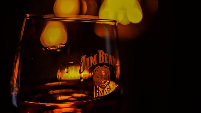 30種類以上のウイスキーから選べるハイボールが飲めるのはHOME〜カナディアンウイスキーの巻〜